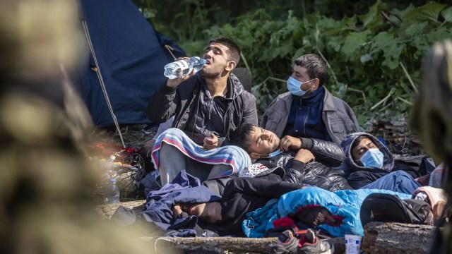 Мигранты в импровизированном лагере на границе между Беларусью и Польшей - Sputnik Polska, 1920, 22.08.2021