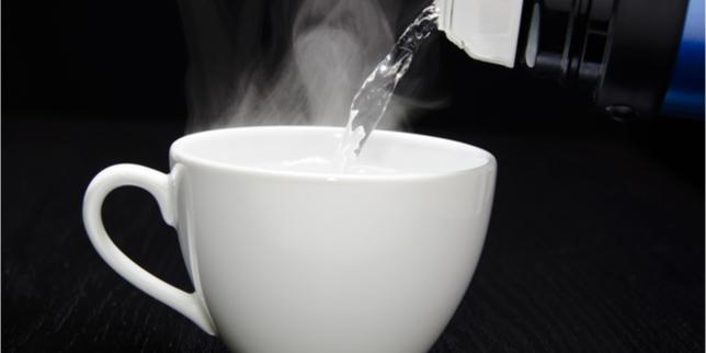 9 Manfaat Air Putih Hangat Bagi Kesehatan Tubuh