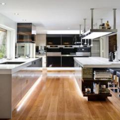 Commercial Kitchen Tile Table And Chairs For Sale 商用厨房的设计原则是什么 商用厨房厨具有哪些品牌 手机房天下知识