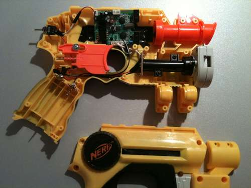 Nerf Gun, Kinect and mouse combined to play House of the Dead