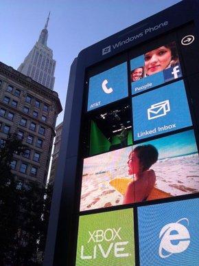 Giant Windows Phone