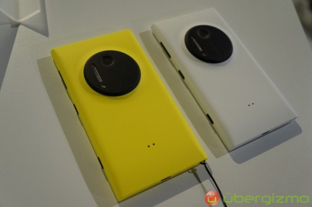 Nokia-Lumia-1020-hands-on-review-10