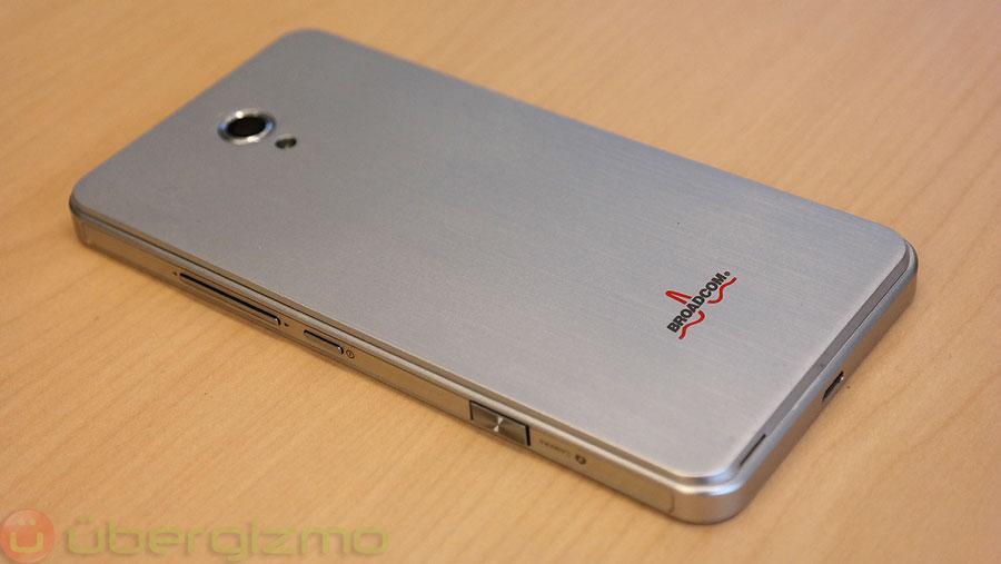 broadcom-smartphone-reference-design-lte-04
