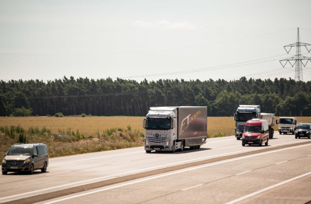 mercedes-self-driving-truck