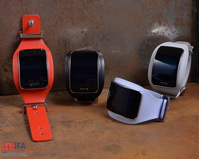 Diesel-Black-Gold_Samsung-Gear-S