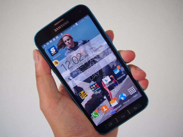 Galaxy S5 Sport in the hand