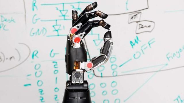 darpa-prosthetic-hand-tactile-sensation@2x