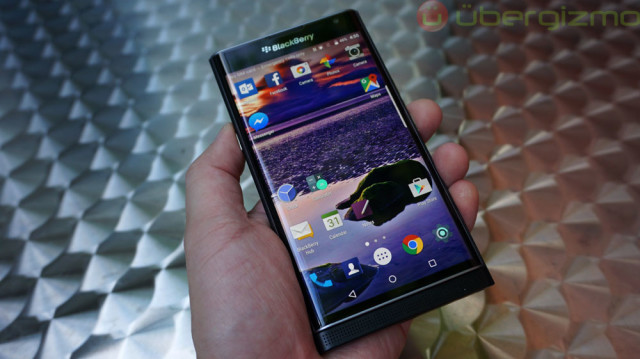 blackberry-priv-review_ubergizmo_10