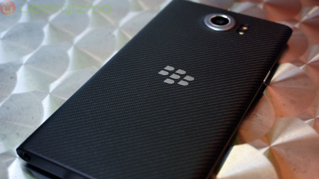 blackberry-priv-review_ubergizmo_11