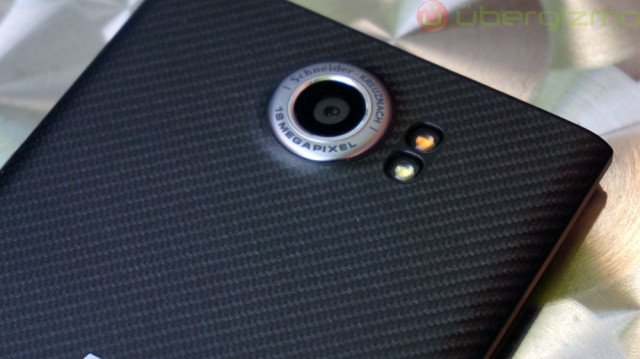blackberry-priv-review_ubergizmo_12
