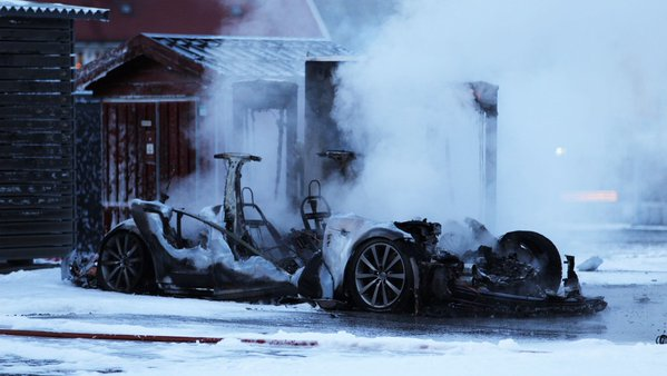 tesla-model-s-burned