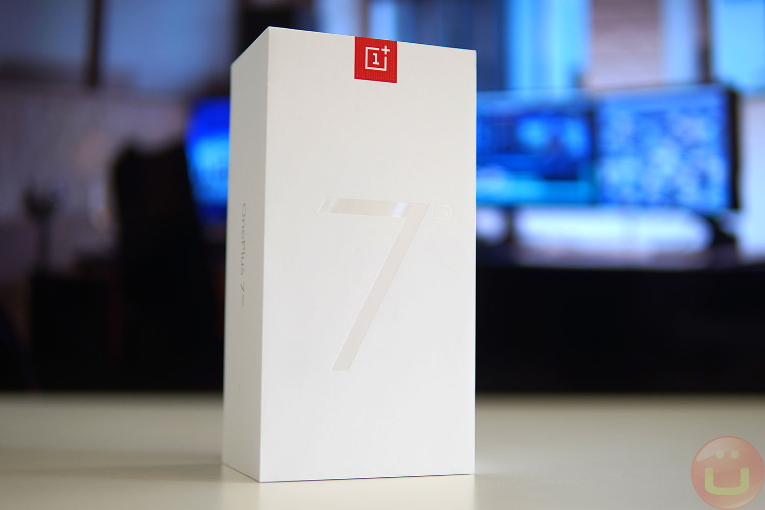 {focus_keyword} OnePlus TV To Come With A Bluetooth Remote Control - Ubergizmo oneplus 7 pro review 01