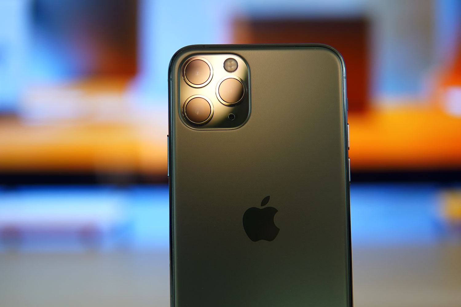 Best Battery Life Phone 2020.2020 Iphones Could Come With An Even Bigger Battery Ubergizmo