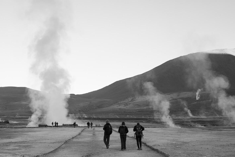 geiseres el tatio - trilhas demarcadas em meio aos geysers