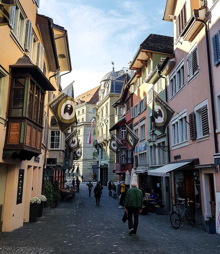 O que fazer em Zurique roteiro de um dia - Augustinergasse