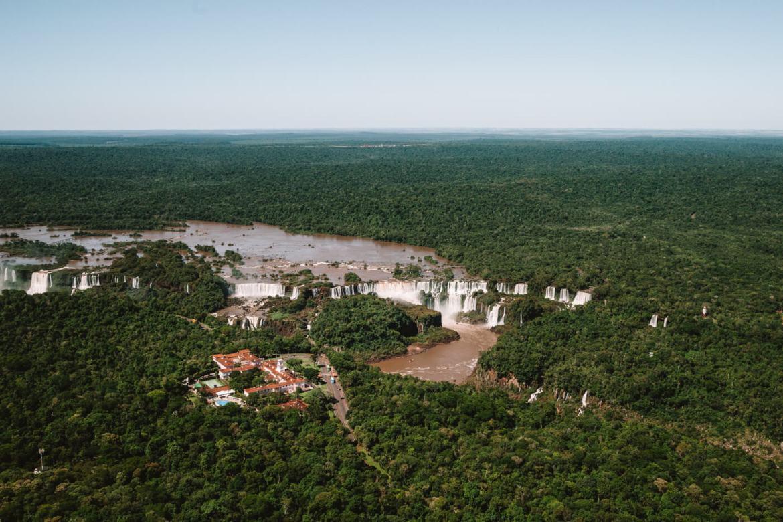 o que fazer em Foz do Iguaçu - Vista das Cataratas durante o voo de helicóptero com a Helisul
