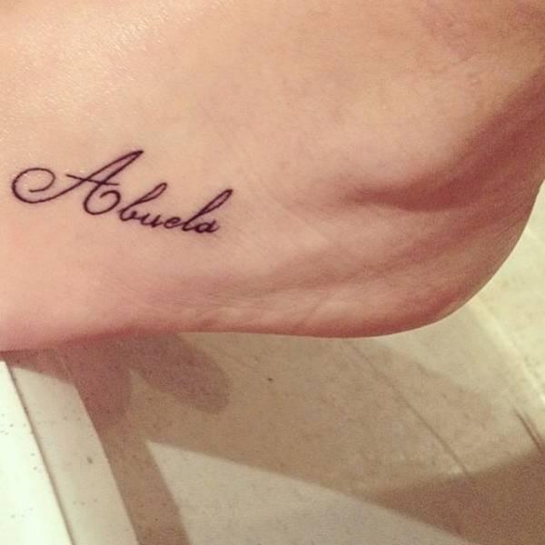 Tatuaje Que Dice Abuela En El Pie