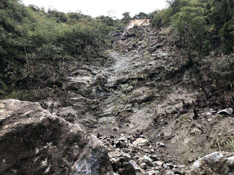 【新聞】研海林道3K處新增落石崩坍。山友通行請提高警覺、快速通過 - 健行筆記