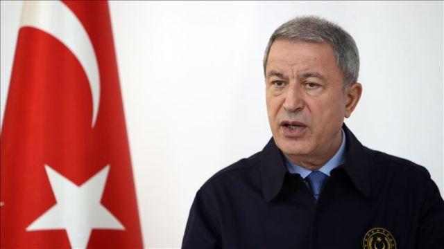 """Ministro de Defensa de Turquía asegura que su país atacó al régimen sirio  """"en defensa propia"""""""