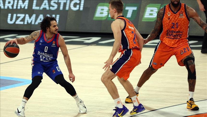 Anadolu Efes beat Valencia Basket for 5th straight win