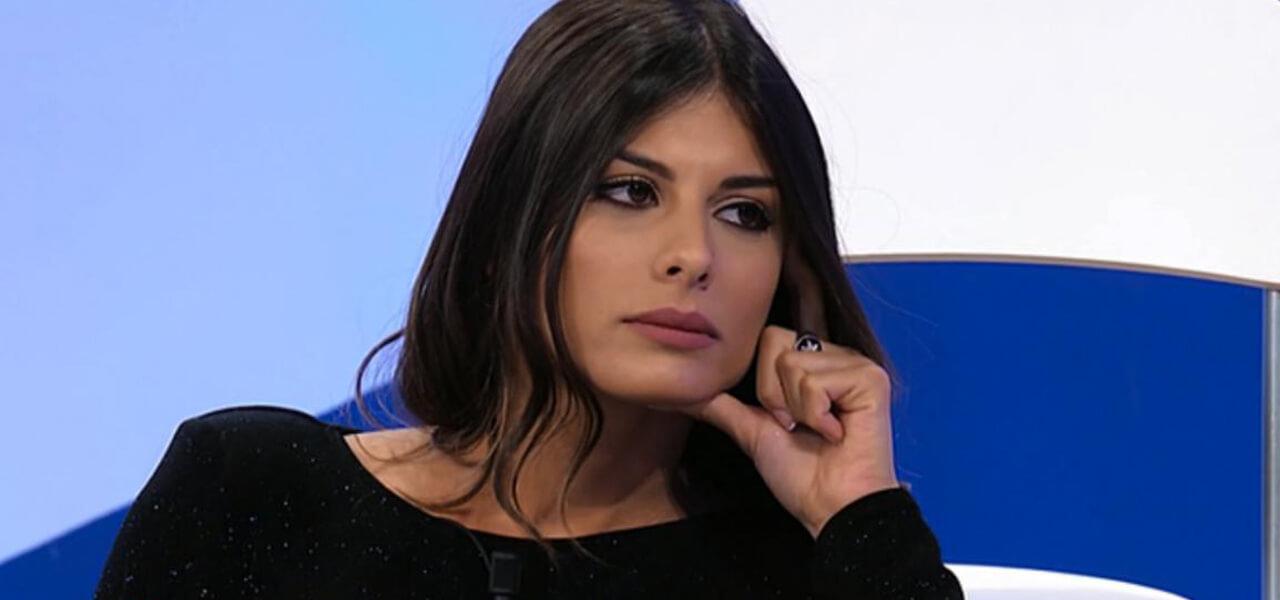 Giulia Cavaglià Uomini E Donne Lorenzo Le Presenta La