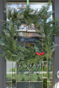 Bird+on+a+window+wreath +a+square+wreath+made+with+a+drfitwood+and+birch+branch+frame+and+covered+in+evergreen+branches+-+SustainMyCraftHabit