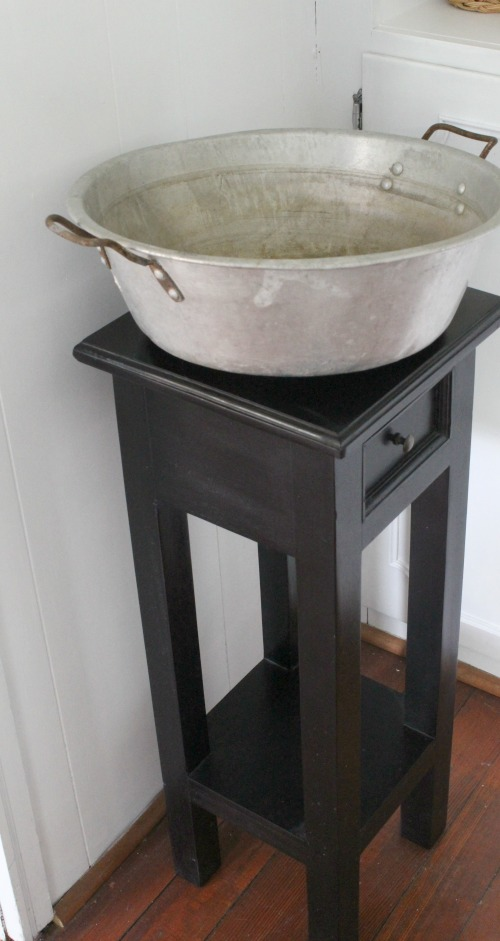Pot and Table