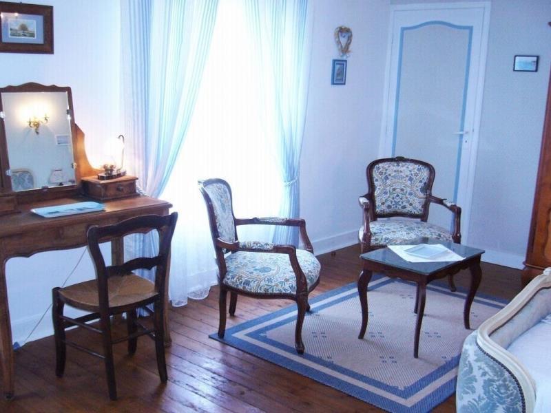 Chambre dhtes  3 pis Gtes de France  Mr LEFEVRE  MANDEVI  Tourisme Calvados