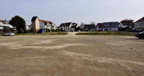 Foto: Hans Nietner Das Areal zwischen der Wickerer Straße und dem Anne-Frank-Weg – gegenüber den Flörsheim Kolonnaden – gilt als attraktive Fläche.