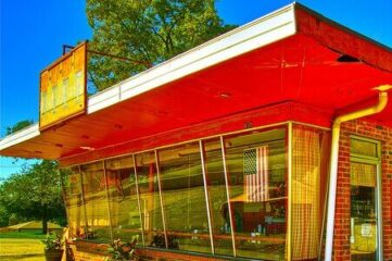 photo of a roadside diner