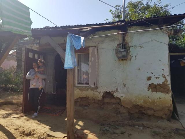 De Ziua Internațională a Romilor, unei familii de minoritari i-a luat foc casa