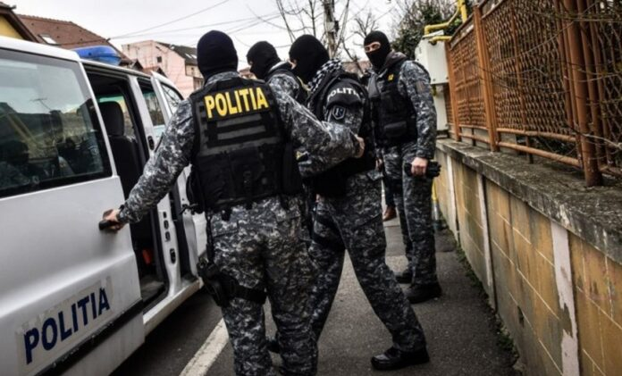 Cinci persoane au fost reținute pentru trafic de droguri