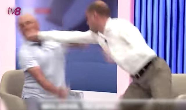 Bătaie televizată între politicieni (video)