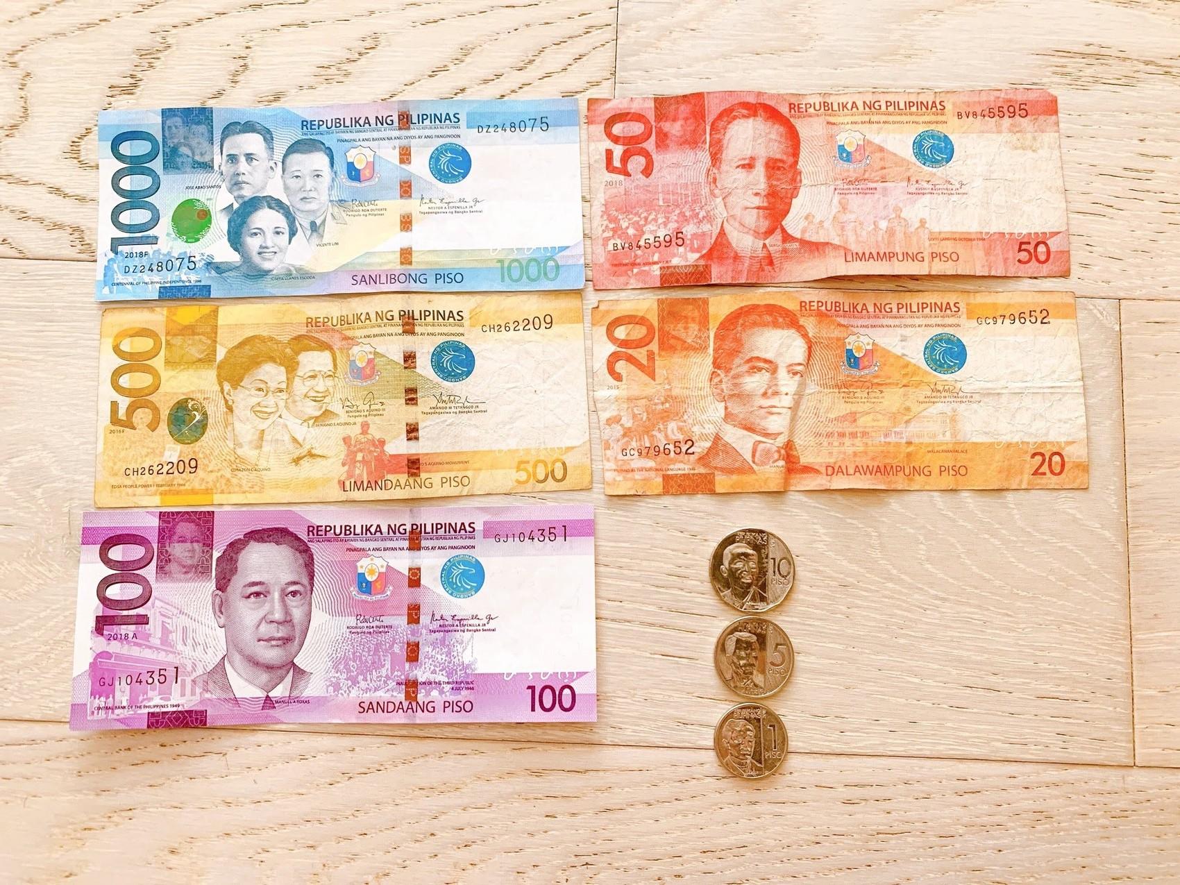 ペソの紙幣と硬貨