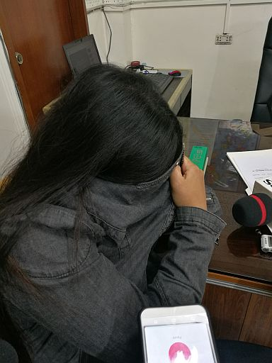 Liezyl Margallo, 23, hides her face when she is presented to Cebu media. (CDN PHOTO/CHRISTIAN MANINGO)
