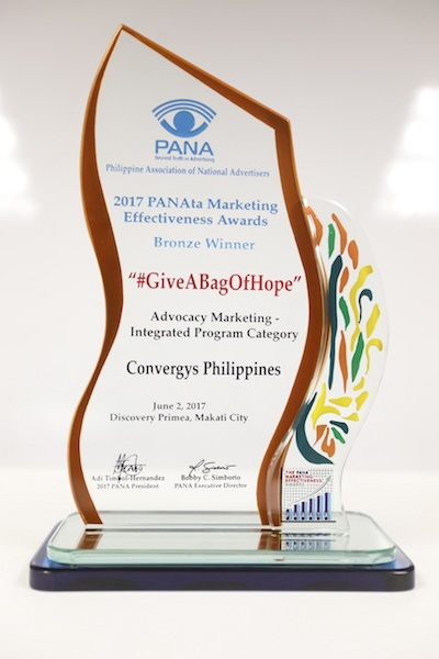 "Convergys Philippines' charity program ""Give A Bag Of Hope"" wins an award 