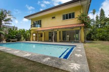 house with swimming pool rent
