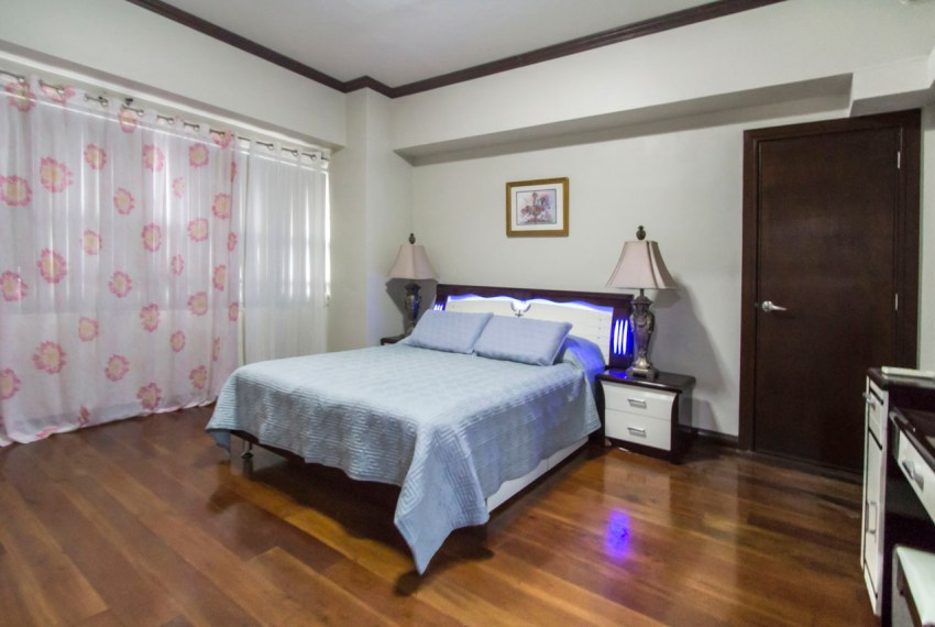 RCAV5 2 Bedroom Condo for Rent in Cebu Business Park Cebu Grand
