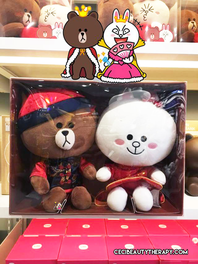 LINE_FRIENDS_NYC_TIMES_SQ_Brown_Cony_Married