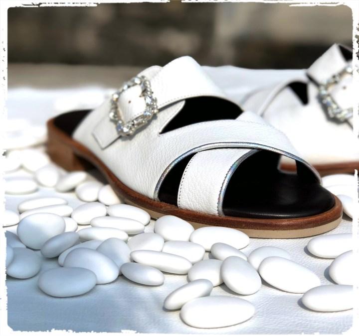 vita sandaler.jpg