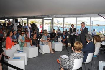 Komisar Günther Oettinger v MEDIA paviljonu Ustvarjalne Evrope v festivalski vasi