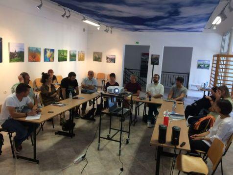 Predstavitev uspehov Slovenije v podprogramu Kultura (Mateja Lazar, Motovila) in projekta CON-FRONT (Maša Klavora, Fundacija Poti miru) v prostorih fundacije.