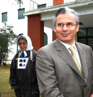 300px-baltasar_garzon_-_visitando_esma_-_argentina_-_1ago05_-presidenciagovar.jpg