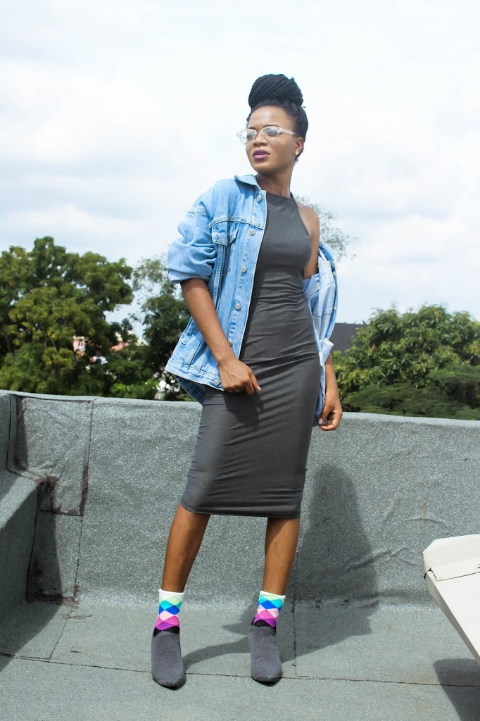 styling oversized denim jacket with diy jeezy shoes, grey bodycon dress