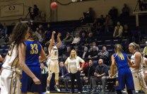 Regina Hochstetler shoots a three-pointer (Photo: Christian Cortes).