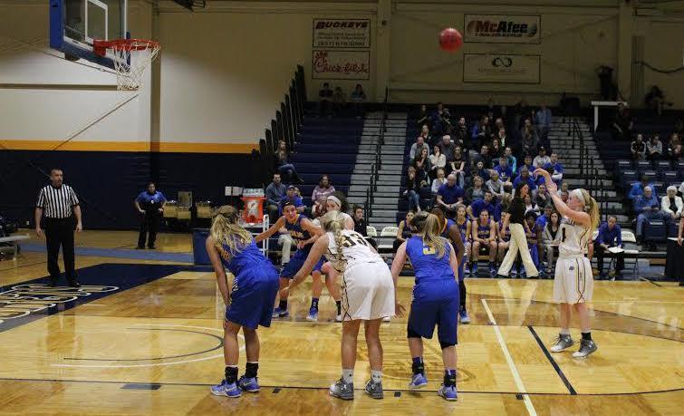 Baylee Bennett shoots a free throw (Photo: Alex Weber).
