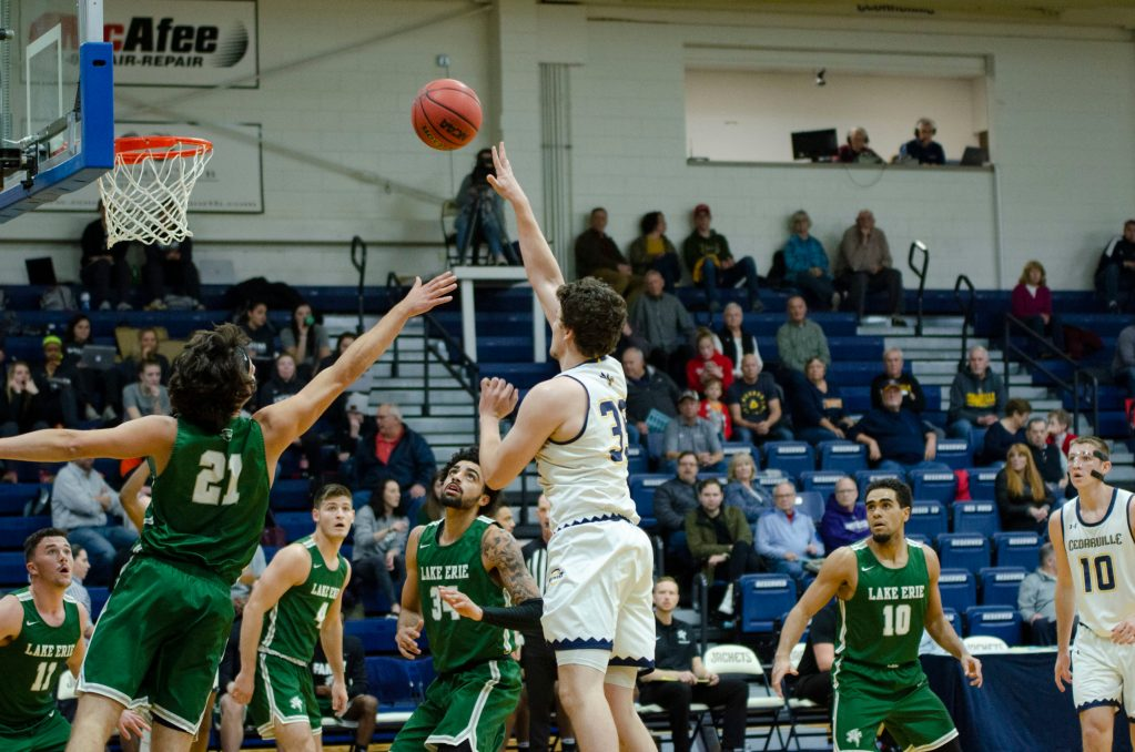 Yellow Jackets Edge Lake Erie in Wild G-MAC Opener