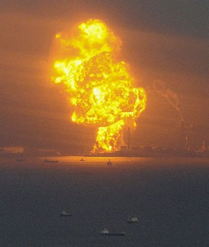 japan-tsunami-earthquake-hits-northeast-refinery-fire_33138_600x450