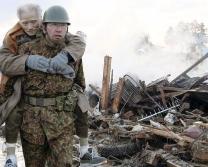 soldier-carrying-man-japan_33236_600x450
