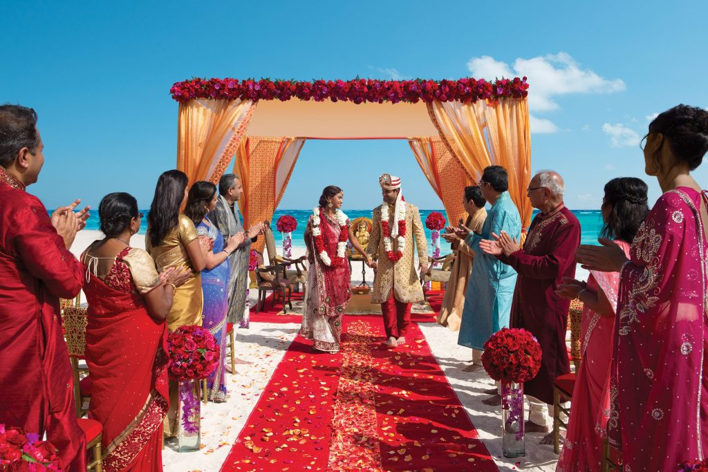 AMR_Hindu_Wedding_Beach_Guests1_2
